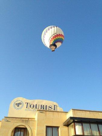 Tourist Hotel & Resort Cappadocia: entrada y globo