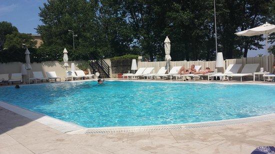 Hotel Sporting Rimini : La piscina