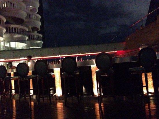 Breeze Restaurant: Bar