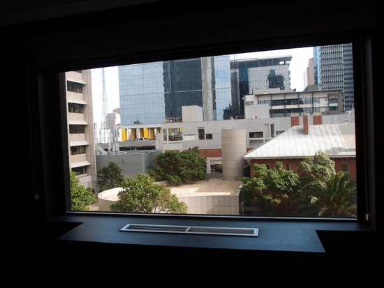 Mercure Melbourne Treasury Gardens: City view (king) room
