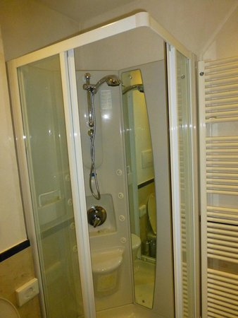 Hotel Sporting Rimini : La ducha
