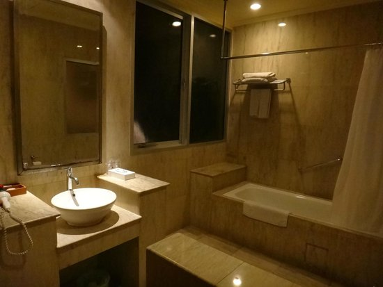 Grand Istana Rama Hotel Bali: 浴室也很寬敞