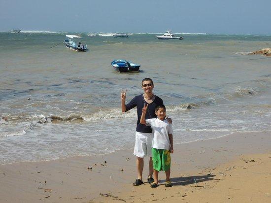 Fairmont Sanur Beach Bali: ホテルのビーチ、満潮時少し前