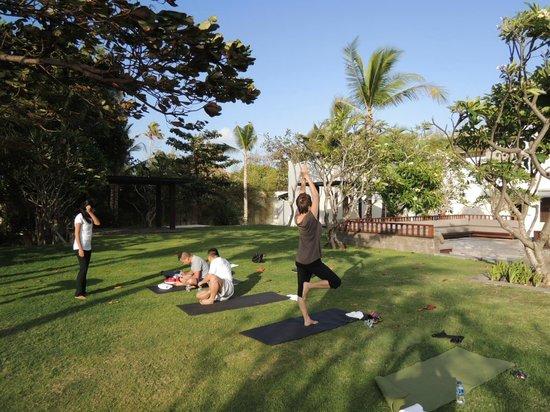 Fairmont Sanur Beach Bali: 朝7時からのヨガレッスン(無料)