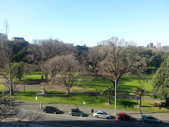 Mercure Melbourne Treasury Gardens: Park view (king) room