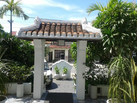 Hoi An Ancient House Resort & Spa: the gate