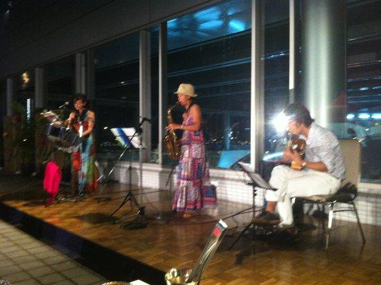 ANA Crowne Plaza Kobe: コンサートは火曜日開催でした。