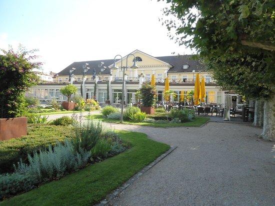 Kurpark-Hotel Bad Dürkheim: Das Hotel mit der Gartenrestaurant