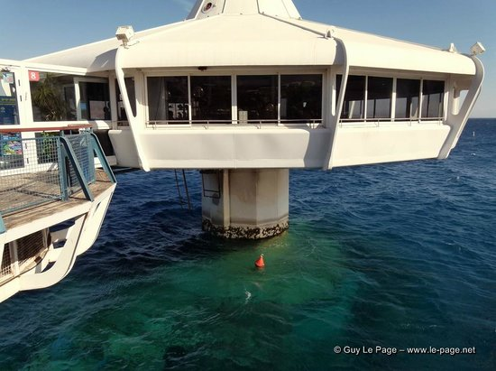 Underwater Observatory Marine Park : L'observatoire, vous pouvez apercevoir la partie immergé