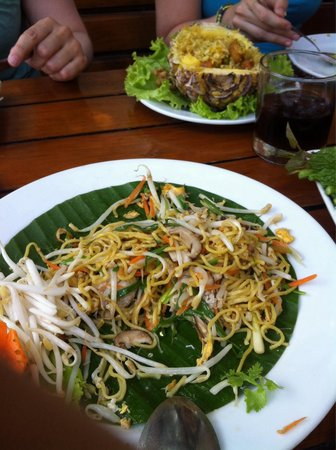 The Good View Bar & Restaurant Chiang Mai : Noodle with crap is not nice!