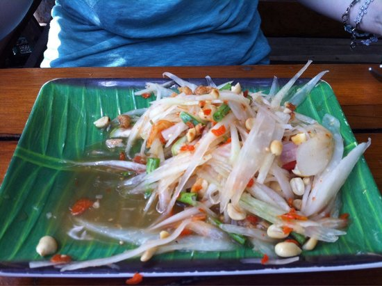 The Good View Bar & Restaurant Chiang Mai : Papaya salad is no taste! 90THB very expensive! They can not cook!