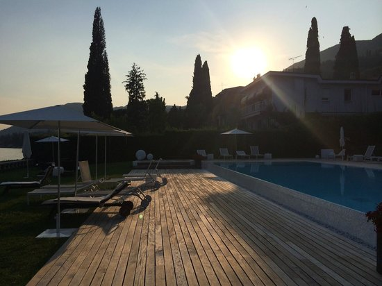 Bella Riva Hotel : We were able to sit in the sunshine until 8pm!