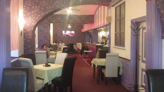 Grand Luxury Hotel: krásná kavárna