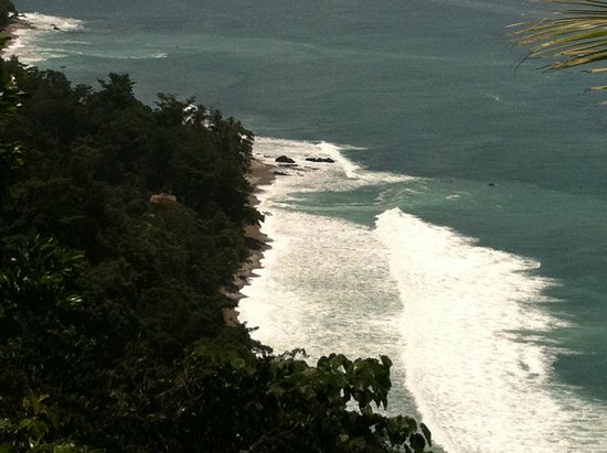 Bosque del Cabo Rainforest Lodge: You can hike to this beach.