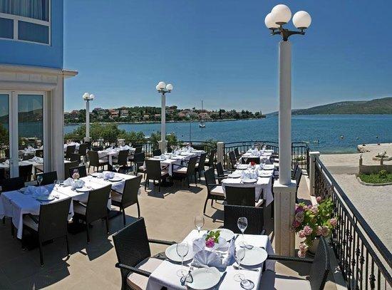 Restaurant Villa Mediterana: restaurant exterior