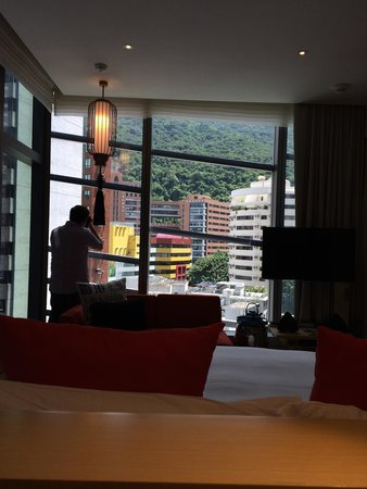 Hotel Indigo Hong Kong Island: Deluxe room - view from 15th floor room