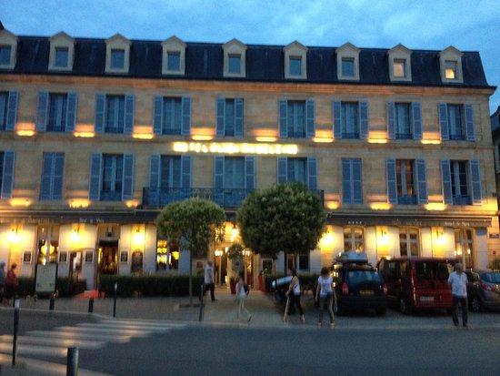 Plaza Madeleine & Spa : façade le soir