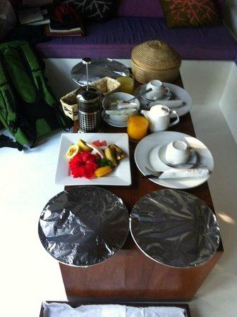 Navutu Stars Fiji Hotel & Resort: colazione di benvenuto in camera