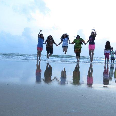 Dona Sylvia Beach Resort: On the Beach