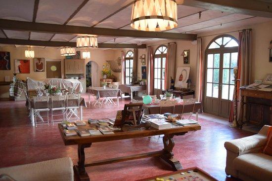 Domaine des Clos: dining area, guest dinner preparations