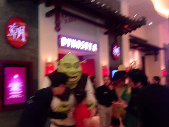 Sheraton Grand Macao Hotel, Cotai Central: Dreamworks characters on parade at the Shoppes at Cotai