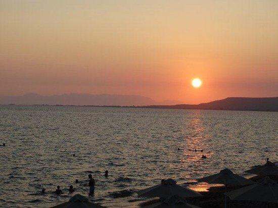 Hotel Limira Mare : Ηλιοβασίλεμα έξω από το ξενοδοχείο