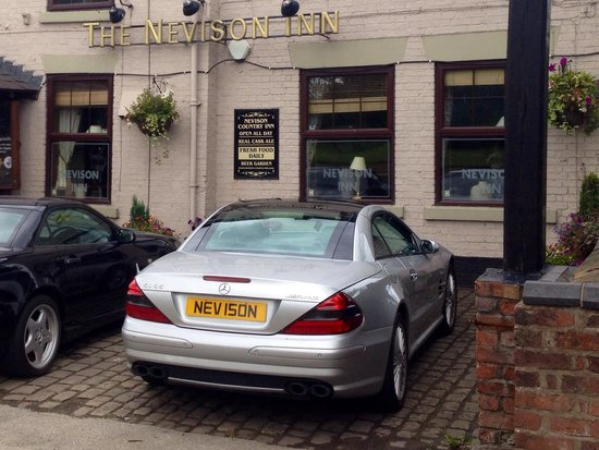 the nevison country inn : My wife and I enjoyed a bite of lunch in a friendly atmosphere - oh and blocked the entrance wit