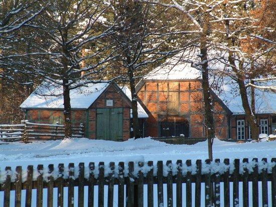 Suderburg, Almanya: Museumsdorf im Schnee