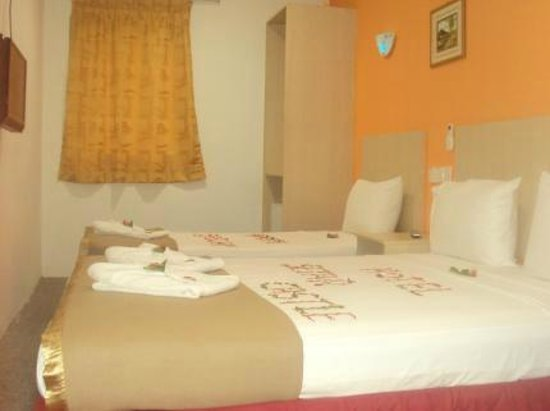 Hotel Star Castle : Family Room (1 Queen Bed & 1 Single) 3 Persons (Max.)