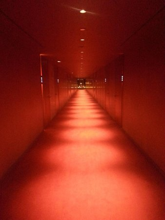 W Barcelona: Corridor