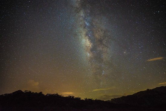 Taiwan Juhu Farmstay : 肉眼看時只看到很明亮的白色銀河,透過相機竟然看到五光十色的銀河,美極了!