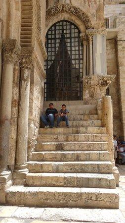 Via Dolorosa (Way of the Cross): десятая остановка -снятие одежд