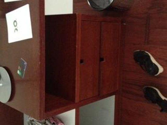 Le Meridien Ra Beach Hotel & Spa: Muebles picados