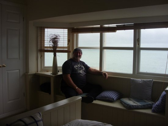 The Cricket Inn: window seat in our room