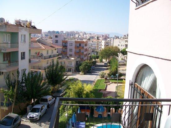 Hotel Ogerim: uitzicht van af balkon.