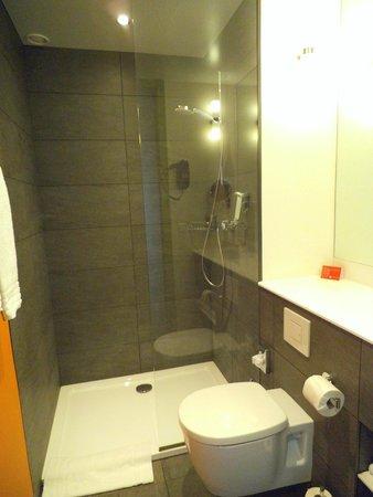 Ramada Apollo Amsterdam Centre: Baño