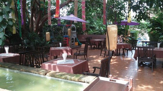 Siripanna Villa Resort and Spa Chiang Mai: Outdoor dining