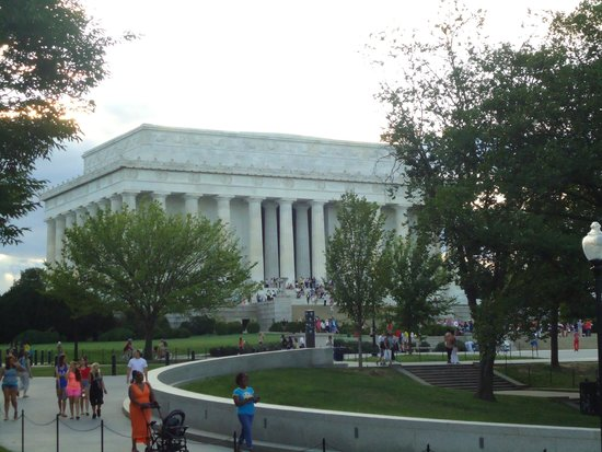 Lincoln Memorial: A large number of visitors come to see the great monument everyday.
