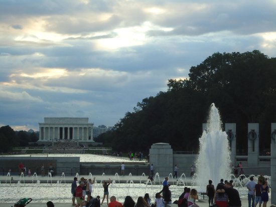 Lincoln Memorial: As seen from the World War II memorial on the Mall.