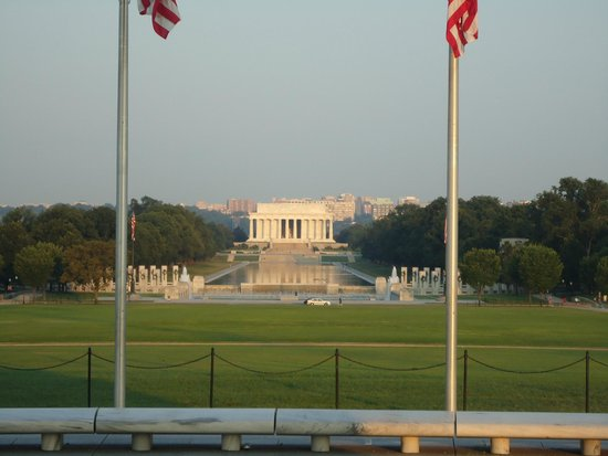 Lincoln Memorial : As seen between two flags from the Washington monument.