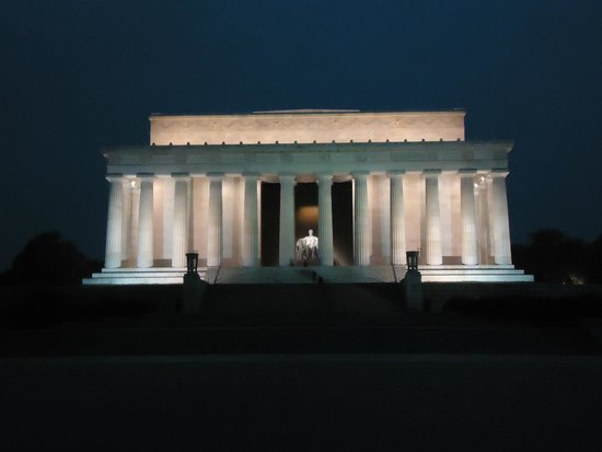 Lincoln Memorial : As seen very early in the morning, may be in royal loneliness.