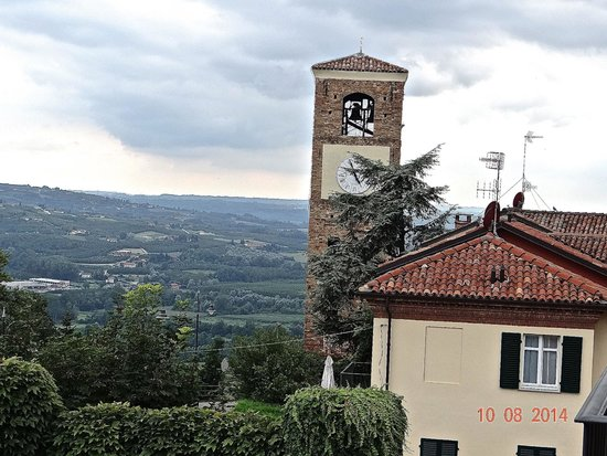 Hotel Castello Santa Vittoria: Garden view