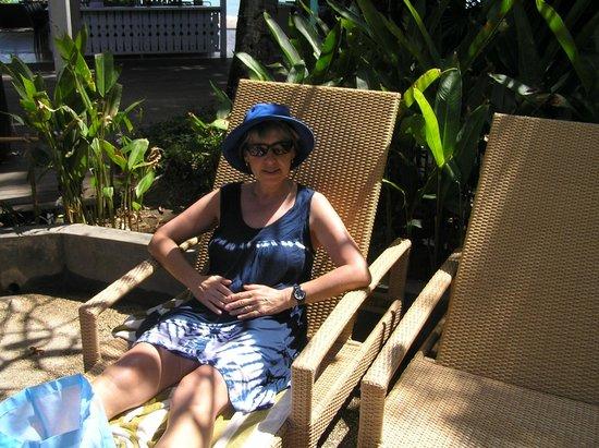 Bali Garden Beach Resort: I want a coffe she wants to read!!!