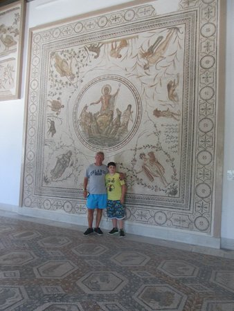 Musée National du Bardo : This shows the size scale of the Neptune mosaic