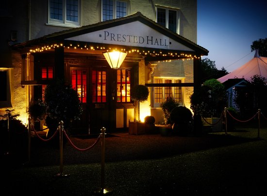 Prested Hall Hotel: Prested Hall at night