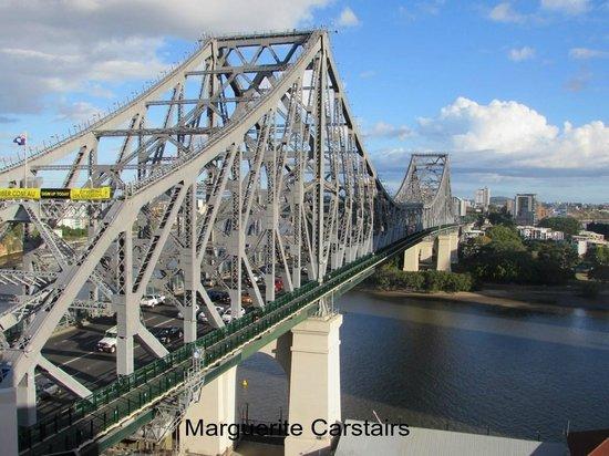 Adina Apartment Hotel Brisbane: Story Bridge from 9th floor Adina Apartments