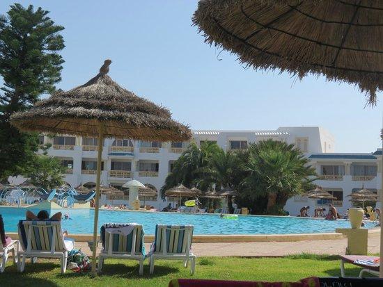 Ramada Liberty Resort Hotel : vue piscine
