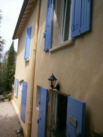 Villa Valbelle: Esterno della villa, ingresso camere