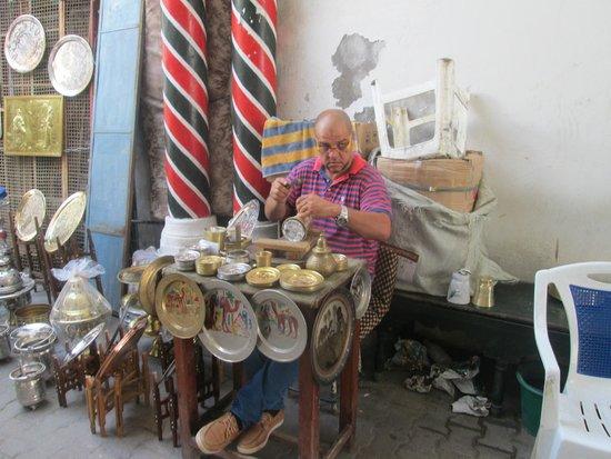 Médina de Tunis : Metal craftsman