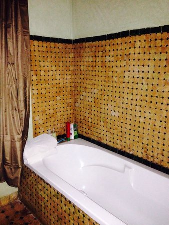Albakech House: Beautiful bathroom- room 14